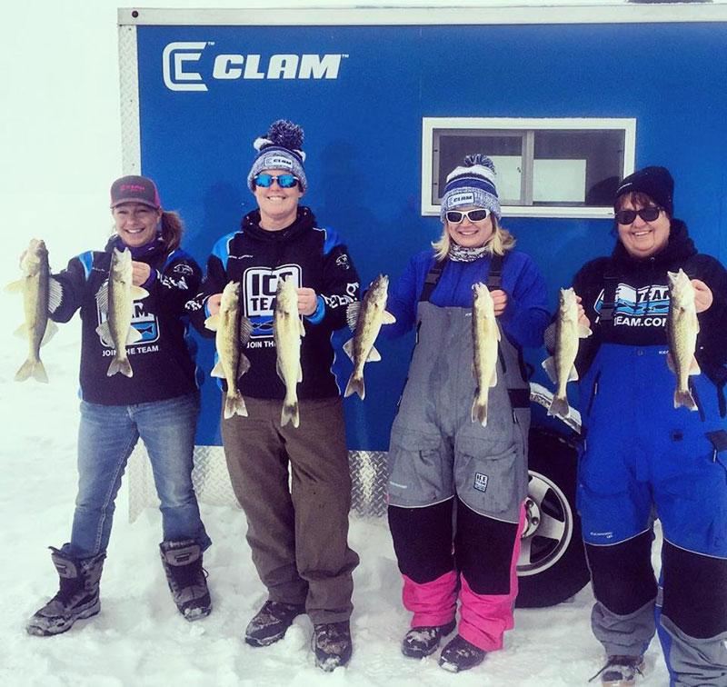 Ice fishing girls - photo#13